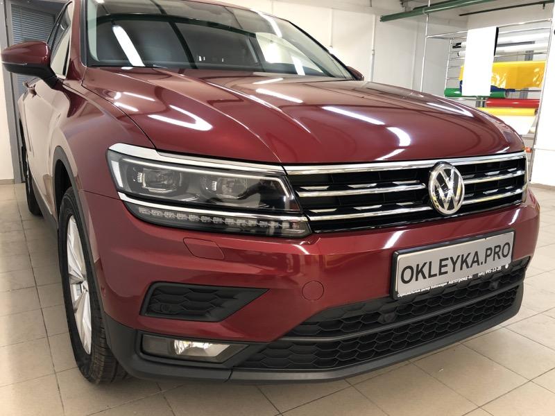 Антигравийная защита Volkswagen Tiguan в Москве виниловой защитной пленокой